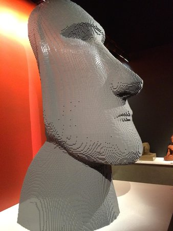 Discovery Times Square : Easter Island Sculpture