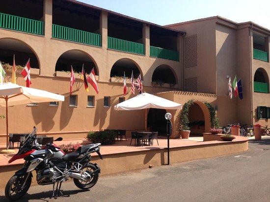 Hotel dei Pini: Outside