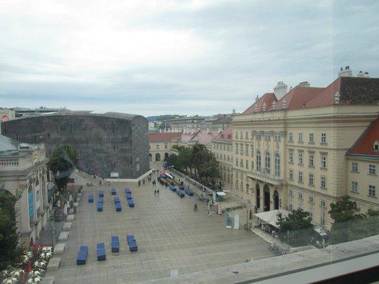 Leopold Museum: Вид из окна на музейный квартал и Вену