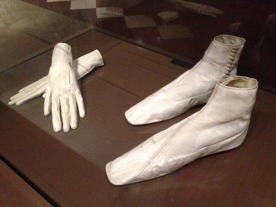 Bata Shoe Museum: chaussures et gants de l'impératrice Sissi
