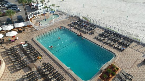 Holiday Inn Resort Daytona Beach Oceanfront: Pool with direct beach access
