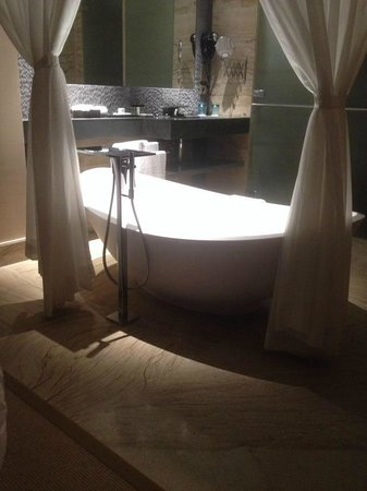 Pestana Colombos Premium Club: Bath
