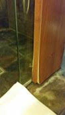 Hotel Jurmala Spa: Мебель рассохлась от сырости