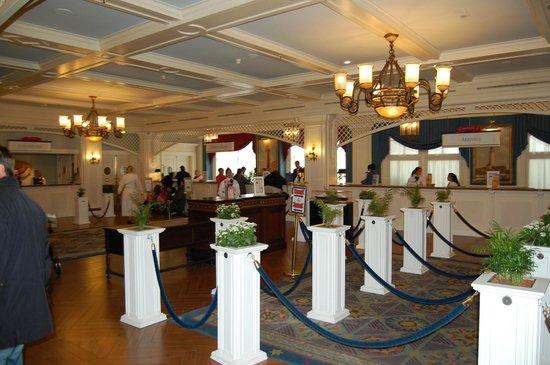 Disney's Newport Bay Club : Лобби