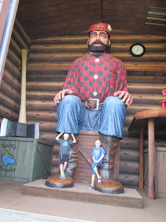 Brainerd, MN: Paul Bunyan is BIG