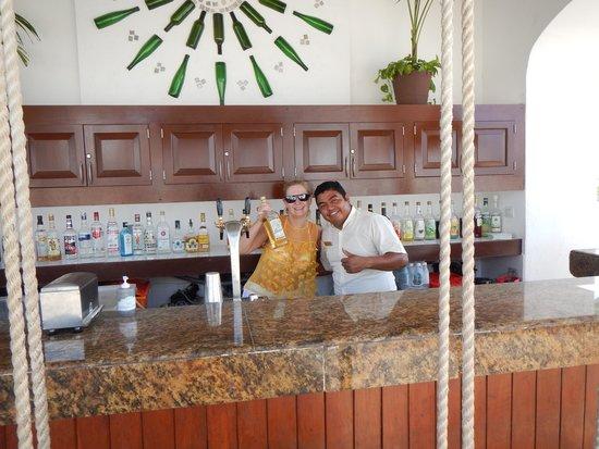 The Royal Playa del Carmen: Mario at pool bar