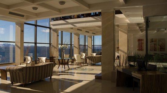 Alma del Lago Suites & Spa: Vista do Hall