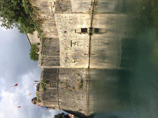Kotor Bay Tours: Una delle entrate nella città vecchia