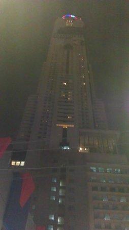 Baiyoke Sky Hotel: vue de l'hotel d'en bas