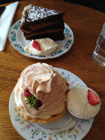 Queen of Tarts: Fudge al cioccolato e tartella meringata al limone