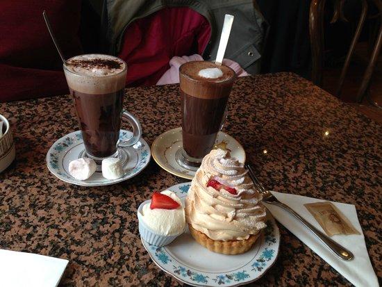 Queen of Tarts: Cioccolata calda con marshmallow, caffè mocha e tartella meringata al limone