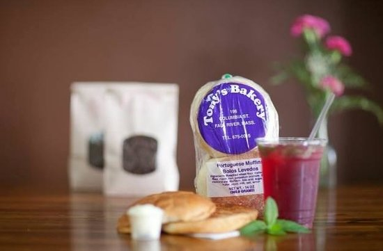 The Pink Bean Coffee: Portuguese roll toasted with butter and Hibiscus ice tea