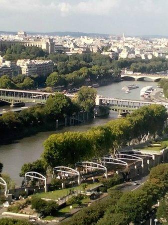 Novotel Paris Centre Tour Eiffel : La Senna vista dalla camera