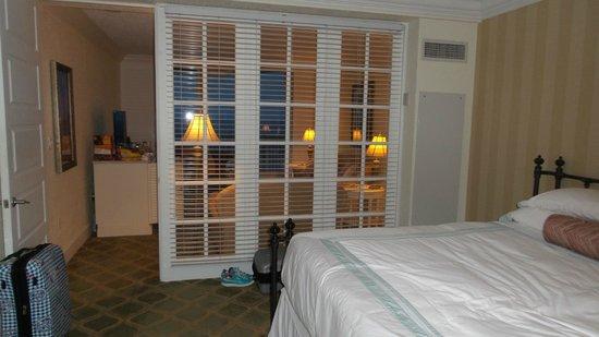 Pelican Grand Beach Resort, A Noble House Resort : Separate rooms