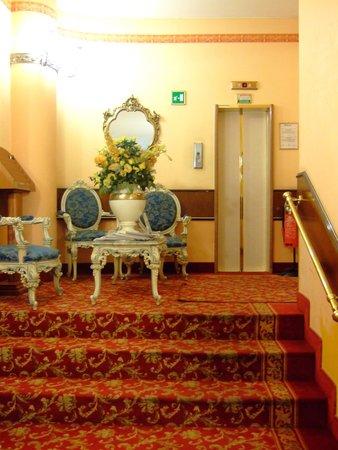Mokinba Hotel King: エレベーターホール