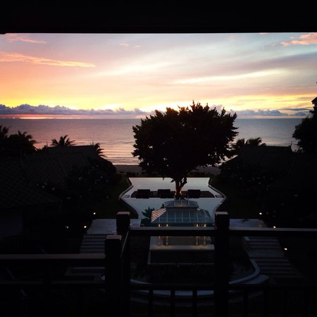 Devasom Hua Hin Resort: Morning sky from room