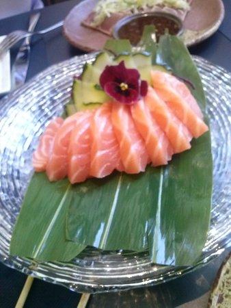 Enso Sushi Alicante: sashimi de salmón,