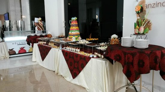 Dusit Thani LakeView Cairo: dessert station
