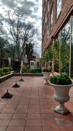 Ramada Buenos Aires: Entrada Hotel