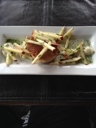 The Brown Dog Cafe & Wine Bar: Crab Cake Appetizer