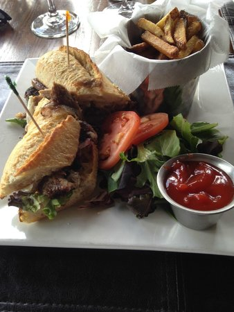 The Brown Dog Cafe & Wine Bar : Pulled Duck sandwich