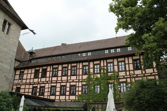 Hotel Burg Colmberg: Castle courtyard