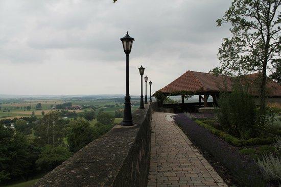 Hotel Burg Colmberg: Castle perimiter walkway