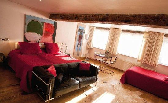 Hotel Dis : Room 3
