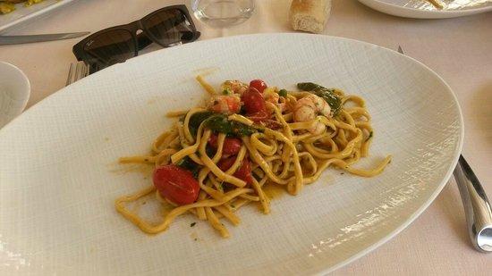 Da Gemma: Linguine pomodoro, gamberi e verdure fresche