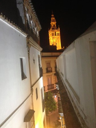 Hotel Convento La Gloria: View from the standard room to Giralda tower