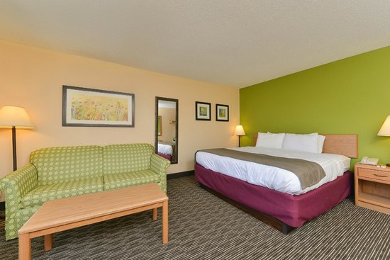 AmericInn Lodge & Suites Rehoboth Beach: suite