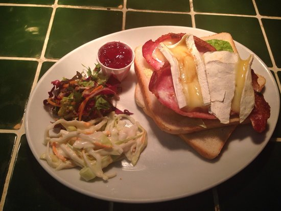 Quilligan's Cafe Bar: Bacon Brie and cranberry sandwich