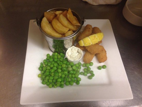 Quilligan's Cafe Bar: Scampi chips and peas