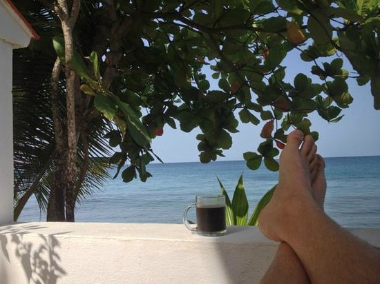 Coconut Palms Inn: Morning coffee