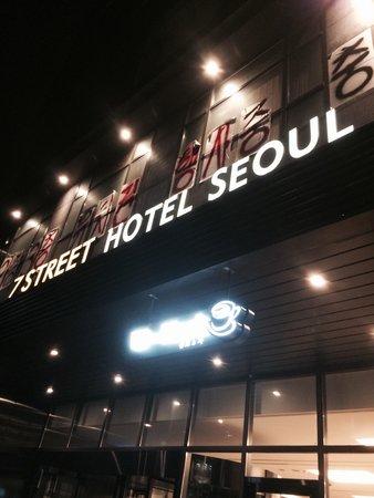 Hotel Venue G: Hotel facade