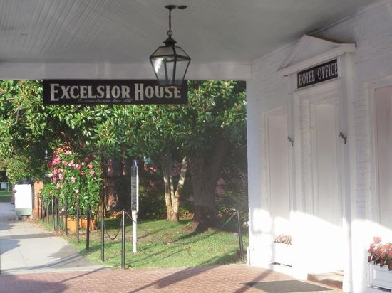 The Excelsior House: Hotel front