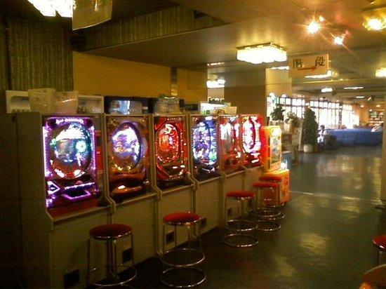 ロビー脇のゲームコーナー。 - 草津町、ホテル おおるりの写真 ...