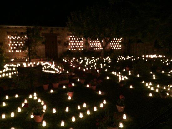 Decoraci n jard n fotograf a de noche de las velas for Decoracion jardin noche