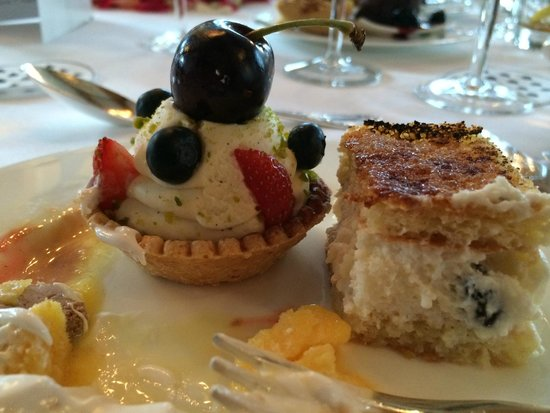 Badrutt's Palace Hotel: Great food and desserts
