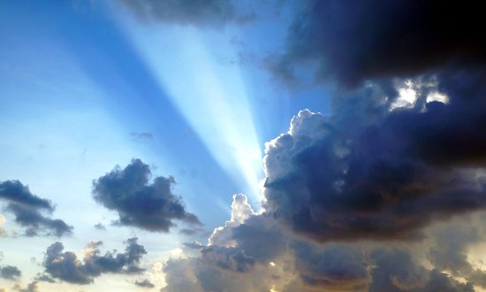 Mallory Square : Crepuscular rays!