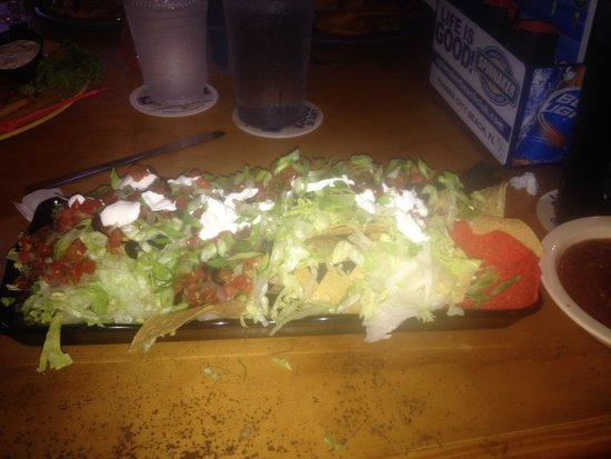 Spinnaker Beach Club & Paradise Grill: nachos