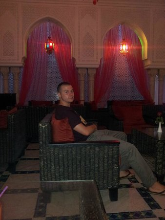 Royal Kenz Hotel: another bar area