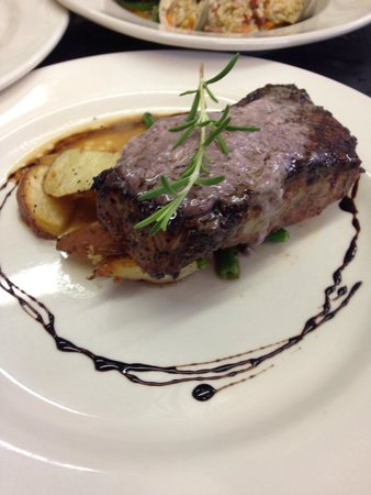 The Inn & Garden Cafe: Best steak ever