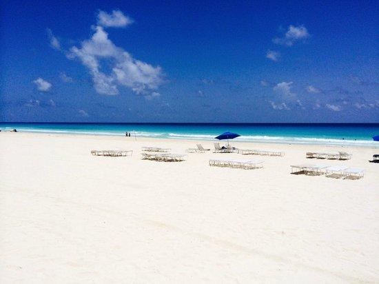 Ritz-Carlton Cancun: View from the cabana