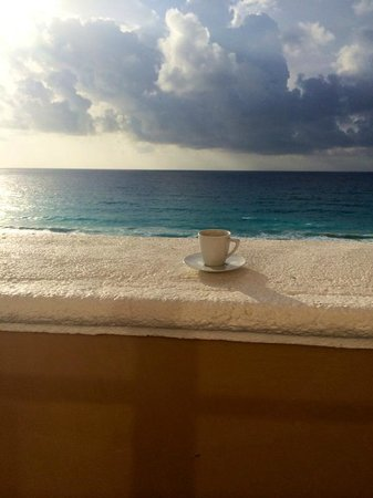 Ritz-Carlton Cancun: Morning Espresso