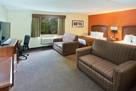AmericInn Hotel & Suites Grand Forks: guest room