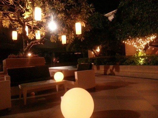 Pathumwan Princess Hotel: Bar/Smoking Terrace