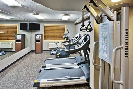 AmericInn Hotel & Suites Grand Forks: gym