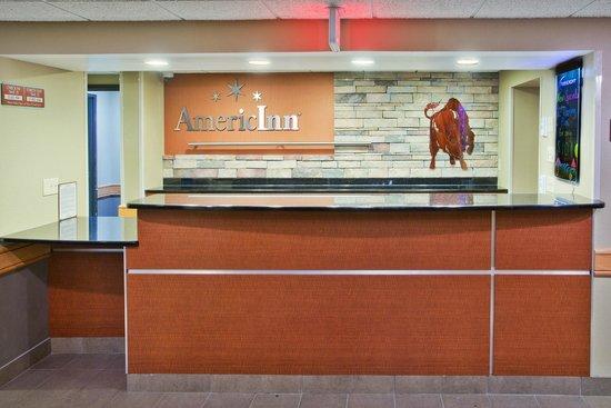 AmericInn Hotel & Suites Grand Forks: front desk