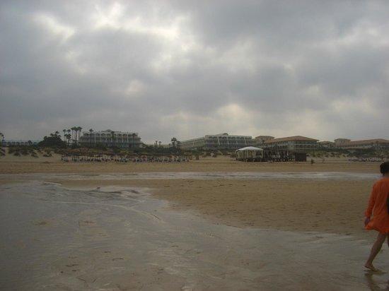 Iberostar Royal Andalus: Vista da praia para o hotel